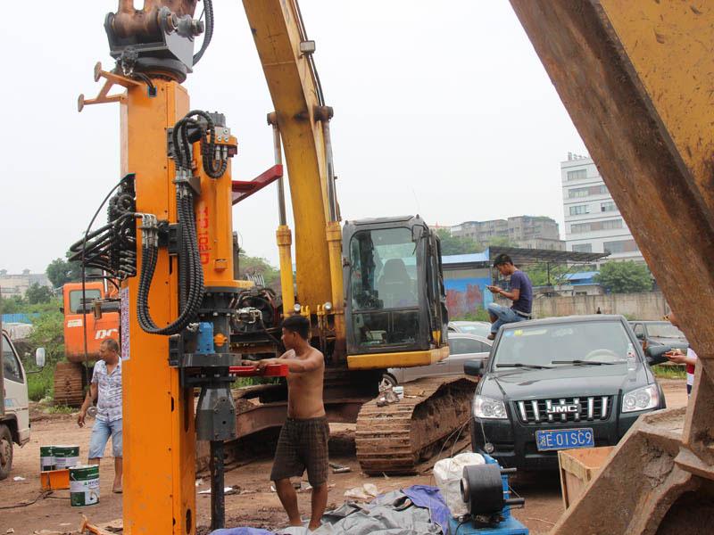 新疆客戶訂購岩石劈裂機生產現場